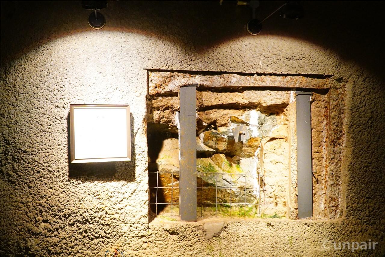 トンネルの壁の内部