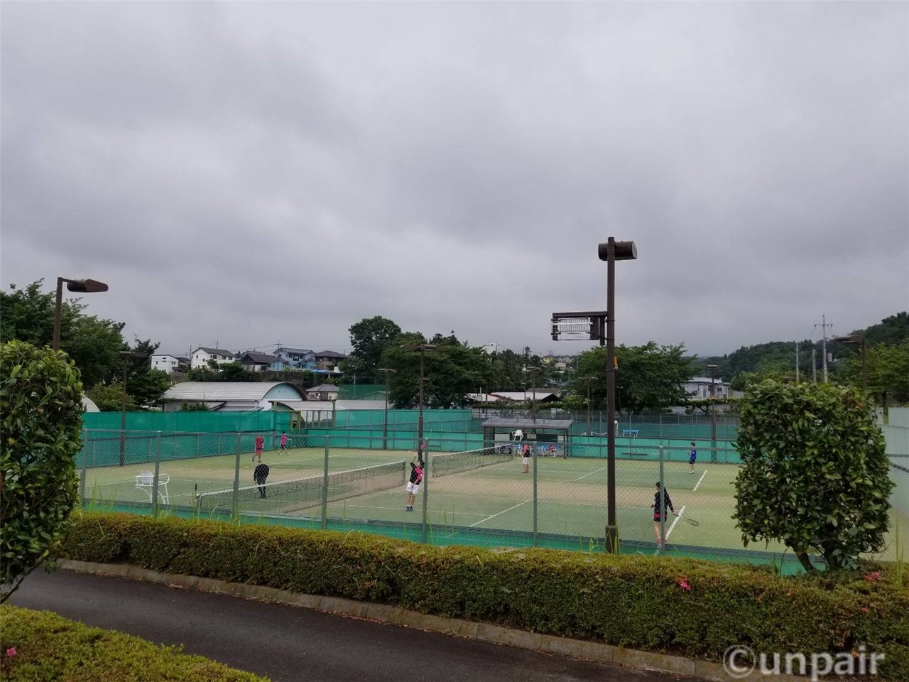 テニスコートと弓道場